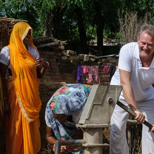 Hugh Bonneville visits India